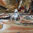 Отдается в дар Сувенир стеклянная пирамидка