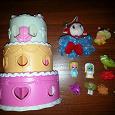 Отдается в дар Сумочка-домик в виде тортика и маленькие фигурки для девочки