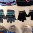 Отдается в дар Шапки перчатки малышам до 2 лет