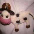 Отдается в дар Брошь «Коровка», из шерсти, ручная работа, украшение для детской кофточки :-)