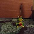Отдается в дар Фигурка керамическая лягушка-держатель визиток