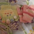 Отдается в дар Варежки и перчатки детские.