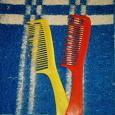 Отдается в дар 2 простых расчёски