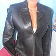 Отдается в дар Куртка женская, типа кожа (наверное). 42-44 размер.