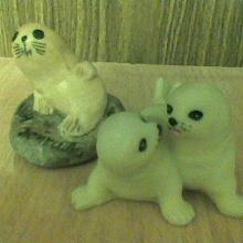 Отдается в дар пылесборники: статуэтки нерп