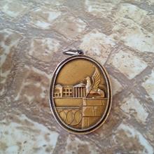 Отдается в дар Сувенирный кулон (подвеска?) Усадьба Кузьминки