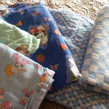 Отдается в дар Постельное белье и одеялко для детской кроватки