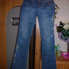Отдается в дар джинсы 44 размер. новые