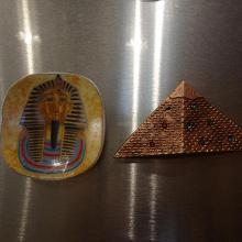 Отдается в дар египетские магниты на холодильник