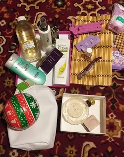 Отдается в дар «вещи косметика»