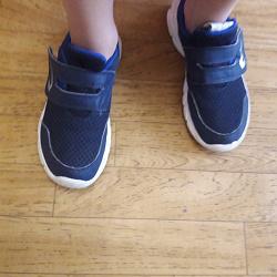 Отдается в дар «кроссовки 38 и 32 размера»