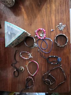 Отдается в дар «Бижутерия (серьги, браслеты, чокеры, бусы, подвеска)»