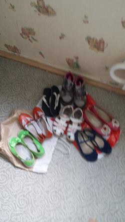 Отдается в дар «Обувь девочке 30 размер»
