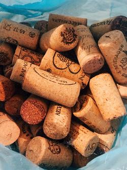 Отдается в дар «Пробки от винных бутылок»