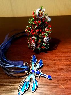 Отдается в дар «Серебряные сережки и кулон-стрекоза»
