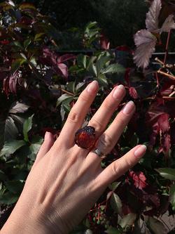 Отдается в дар «Серебрянное кольцо и серьги с янтарём.»