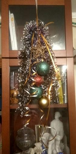 Отдается в дар «Ёлочные шары золотистые»