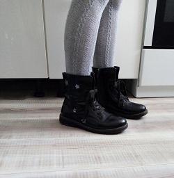 Отдается в дар «Ботинки на девочку 35 размер»