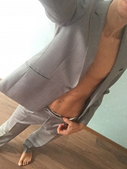 Отдается в дар «Мужской костюм 44 размера»
