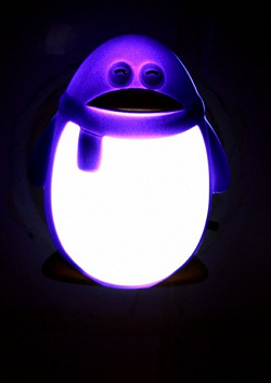 Отдается в дар «Светящийся пингвин, для тех кто боится темноты и не боится пингвинов.»