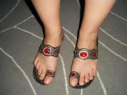 Отдается в дар «Женская восточная обувь, шлепки, сабо, новые, 38, по стельке 25»