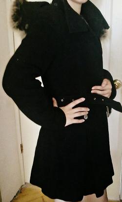 Отдается в дар «Черное пальто с капюшоном из натур меха»