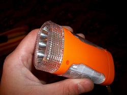 Отдается в дар «Фонарик аккумуляторный с зарядкой от сети 220В. С тремя рефлекторами.»
