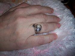 Отдается в дар «Серебряный красивый комплект украшений с жемчугом для женщины.»