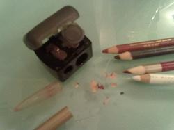 Отдается в дар «Точилка для косметических карандашей Avon»