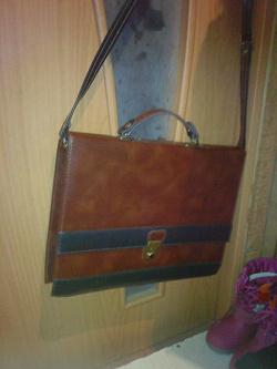 Отдается в дар «портфель мужской большой с сюрпризом внутри»