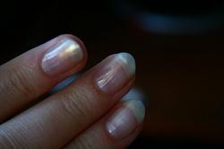 Отдается в дар «лак для ногтей белый перламутр с отливом»