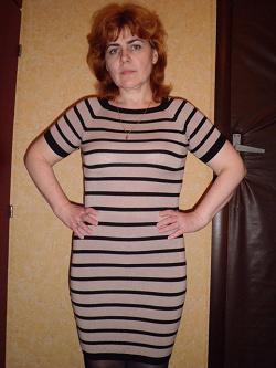 Отдается в дар «Платье трикотажное короткое бежевого цвета в темную полоску»