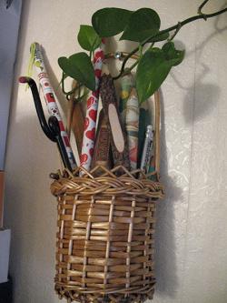 Отдается в дар «Карандаш для коллекционеров, кулоны и камушки подвесочки»