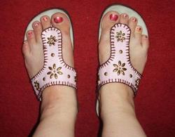 Отдается в дар «Какая то летняя обувь р.39»