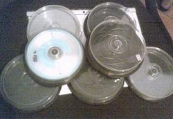 Отдается в дар «коробочки для дисков -М Н О Г О!!! и есть одна супер большая на 100 дисков и ещё одна коробочка для аудио-касеты»