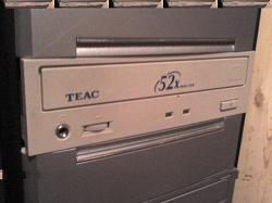 Отдается в дар «Пишуший CD-ROM TEAC»