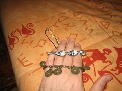 Отдается в дар «Браслет фенечка с черепками»