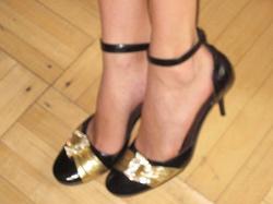 Отдается в дар «Туфли чёрно-золотистые»