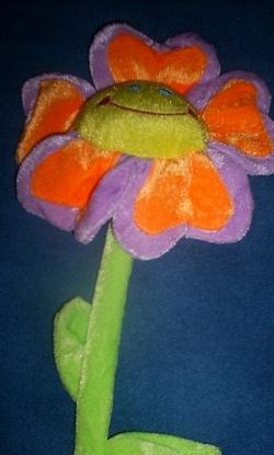 Отдается в дар «Цветок игрушечный — весёлый.»