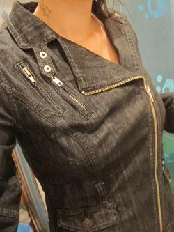Отдается в дар «Косуха женская джинсовая»