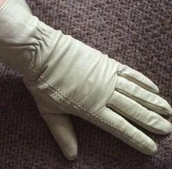 Отдается в дар «Кожаные осенние перчатки»