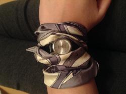 Отдается в дар «Женские часы и шейный платок.»