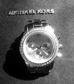 Отдается в дар «Часы псевдо Michael Kors»