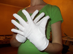 Отдается в дар «перчатки новые (для увлажнения кожи)»