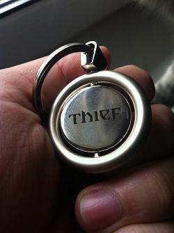 Отдается в дар «Брелок Thief»