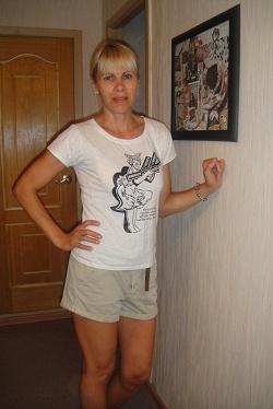 Отдается в дар «футболка беж с принтом (XS-S)»