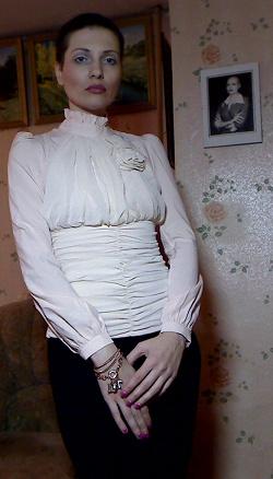 Отдается в дар «Блузка, 42 размер»