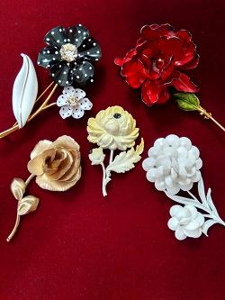 Отдается в дар «Брошь белая«Цветок»»
