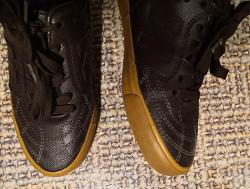Отдается в дар «обувь унисекс детская»