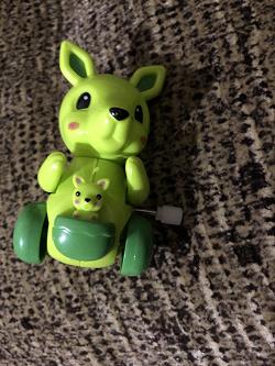 Отдается в дар «заводная игрушка_кенгуру»